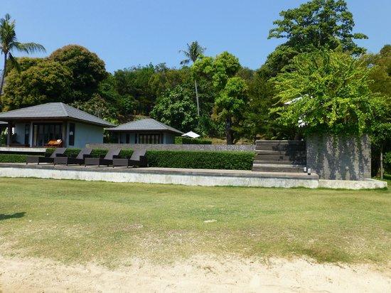 Plubpla Koh Mak Retreat: Bungalows fotad från stranden