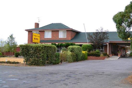 Cardigan Lodge Motel : Front of motel