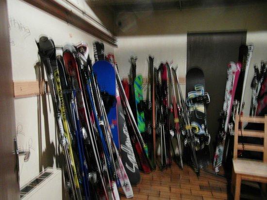 Chalet Hotel Bel 'Alpe: Ski Room in hotel