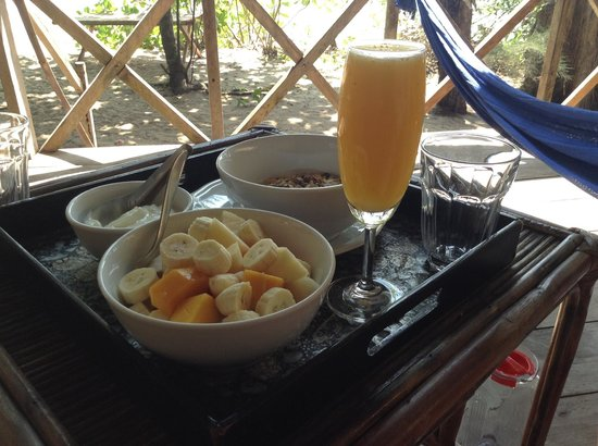 Koh Thmei Resort: Breakfast - fruit with yoghurt and fresh orange juice