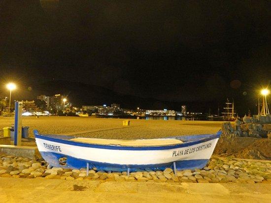 Spring Arona Gran Hotel: View from Los Cristianos at night