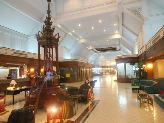 Wiang Indra Riverside Resort: hall d' entrée