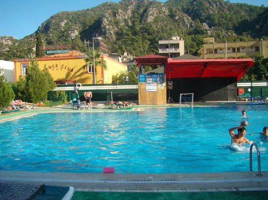 Icmeler Beach Hotel: бассейн