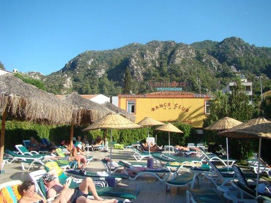 Icmeler Beach Hotel: внутренняя территория отеля