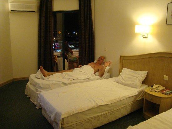 Icmeler Beach Hotel: у нас был 2-х местный номер с доп.кроватью