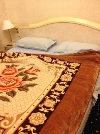 Hotel Victoria au Lac: Lit Hôtel