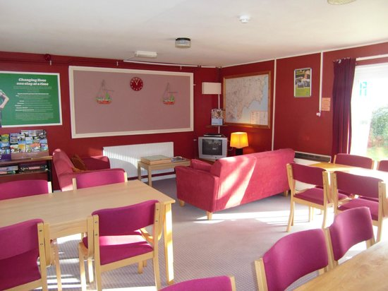 YHA Boswinger: lounge/dining room