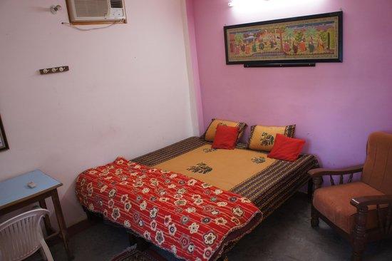 Kedar Guest House: DELUX ROOM