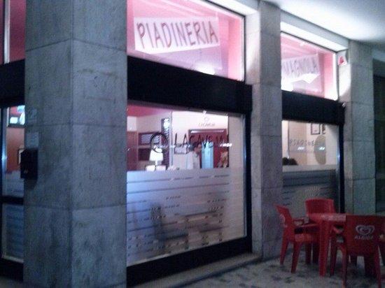 La Caveja la piadina di Somma Lombardo: Esterno piadineria