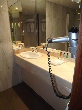 Crowne Plaza Brugge: salle de bains