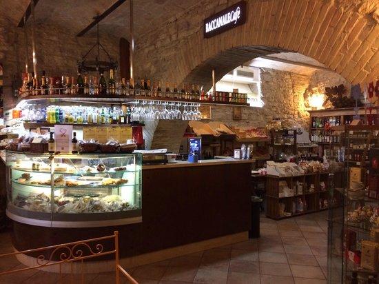 Il Baccanale: Bancone dove si creano i meravigliosi piatti del gentilissimo Pasquale!!!