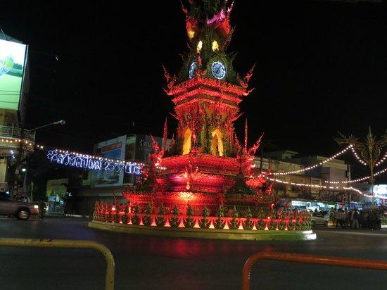 Baan Malai Guesthouse: The clocktower doing its light show
