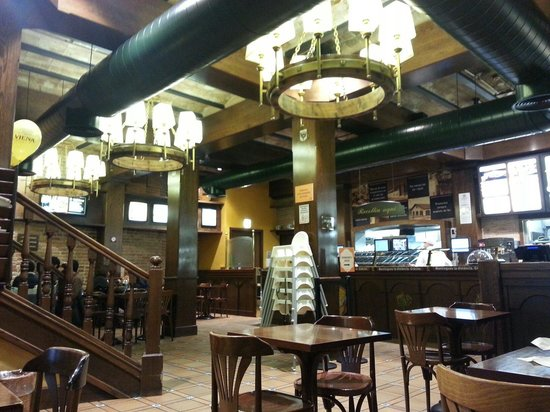 Cafe Viena Rambles : Outlet near Universitat metro.