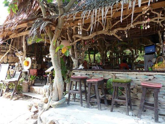 Phi Phi Island Village Beach Resort: Bar hinter den Resort