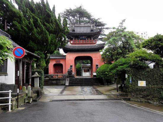 Sofukuji Temple: 朱色の門がとてもきれいです。