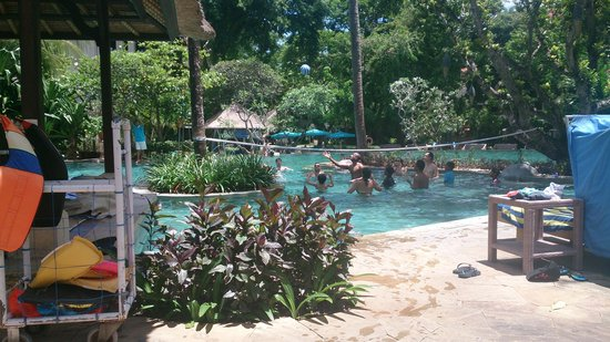 Novotel Bali Nusa Dua Hotel & Residences: just one of many pool activities that they hald
