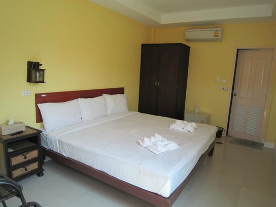 Baanbaramee Guesthouse : Firm Bed