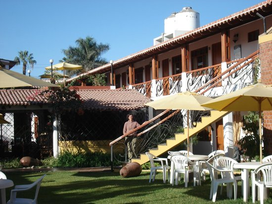 Hotel Oro Viejo: Parque, piscina y acceso a las habitaciones
