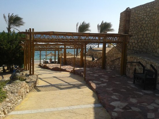 Hauza Beach Resort : the beach entrance