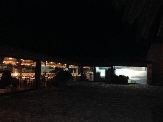Hotel Poggio del Sole Resort: Il ristorante visto dalla corte interna