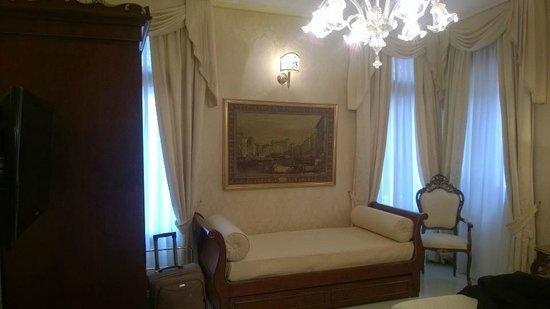 Ca' Bonvicini : delizioso divano e ampie finestre