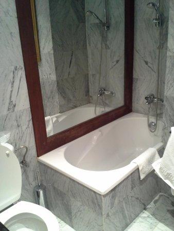 Hotel Arka: bathroom