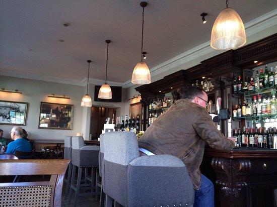 Hansom Cab: The bar
