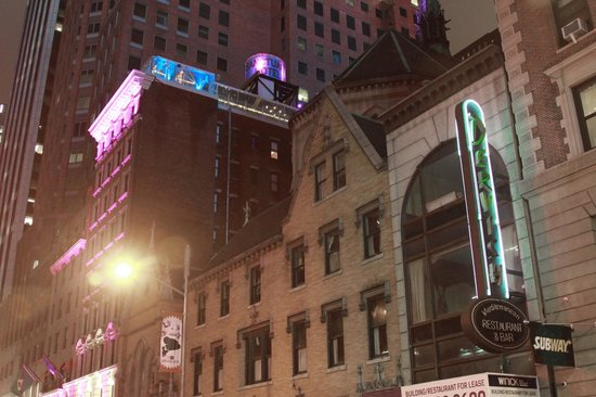 Sanctuary Hotel New York: Отель у Церкви