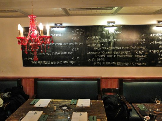 Charlie P's Pub and Dining: Dining room