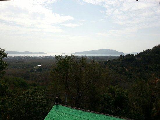 Großer Buddha von Phuket: View from half way up near elephant trecking