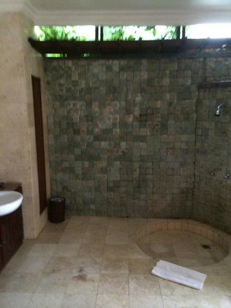 Puri Bunga Resort and Spa: shower