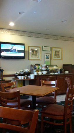 Country Inn and Suites Harrisburg West: Breakfast