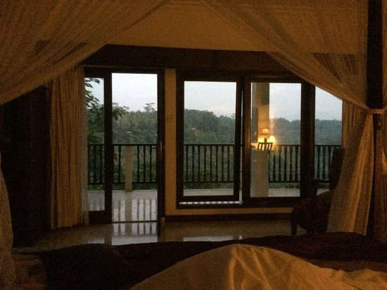 Puri Bunga Resort and Spa: view from bed