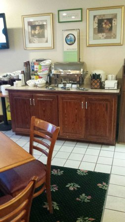 Country Inn and Suites Harrisburg West : Breakfast
