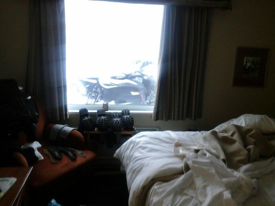 Hotel l'Empress: Mon bebe est presque dans la chambre.