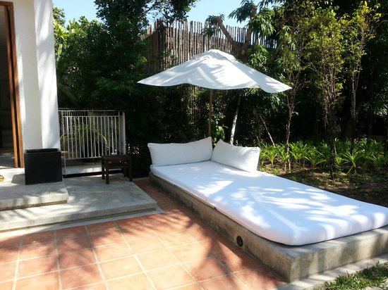 Putahracsa Hua Hin: Huge Sansky Villa daybed