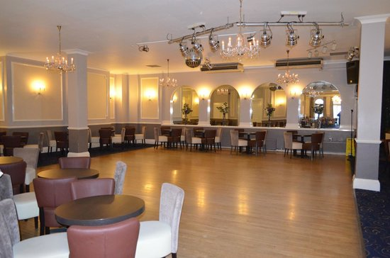 Bay Burlington Hotel: Lounge and dance floor