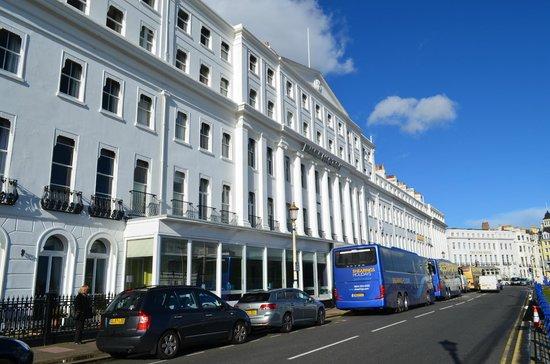 Bay Burlington Hotel: Hotel Exterior