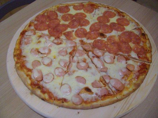 Pizzeria Paninoteca Smile : Pizza Maxi- vari gusti