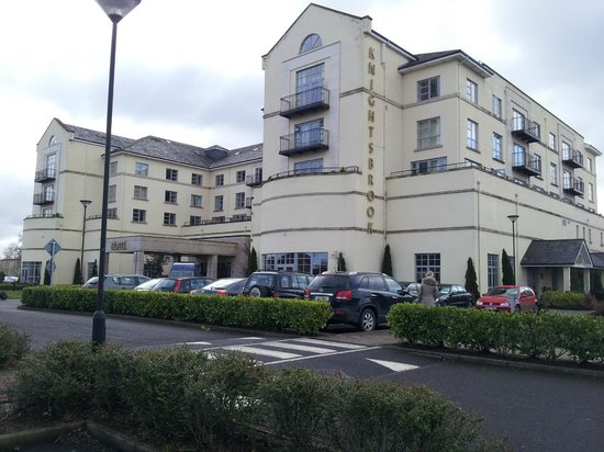Knightsbrook Hotel & Golf Resort: View from car park
