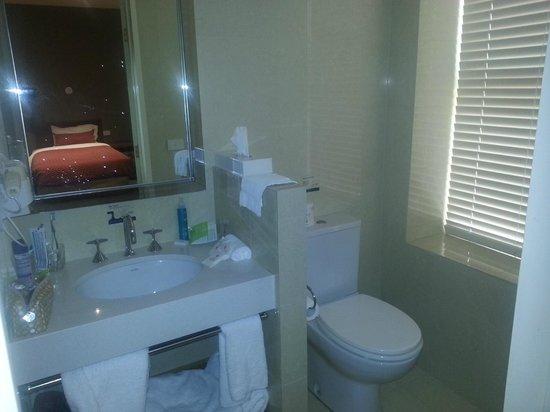Ibis Styles Melbourne, The Victoria Hotel: Freshly renovated bathroom