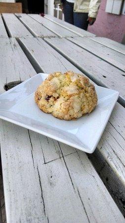 Cafe Moka: Cran orange scone