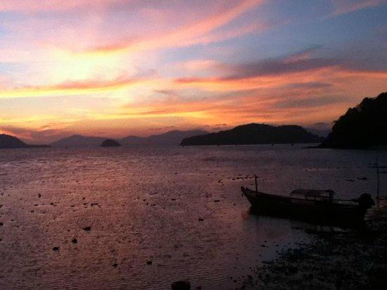 Kantary Bay, Phuket: Sunset out front