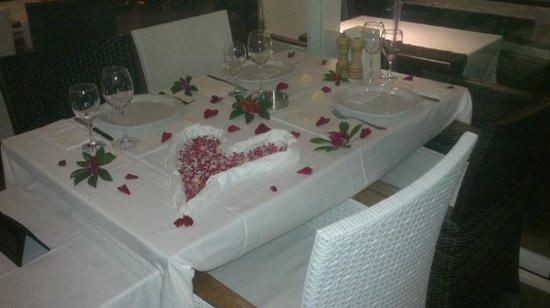 Aphrodite Restaurant: Födelsedagsdukning