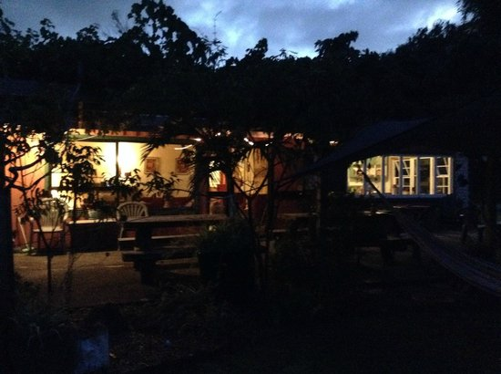 Globetrekkers Lodge : Evening view of the main house
