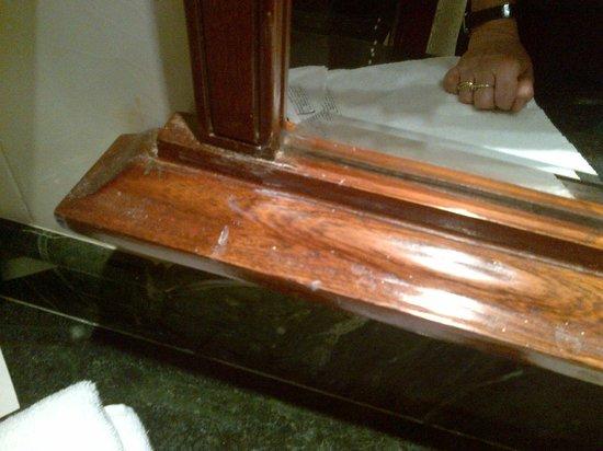 Welcomhotel Vadodara : specchio in bagno