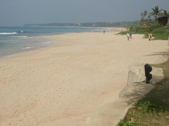 The Fortress: beach towards galle