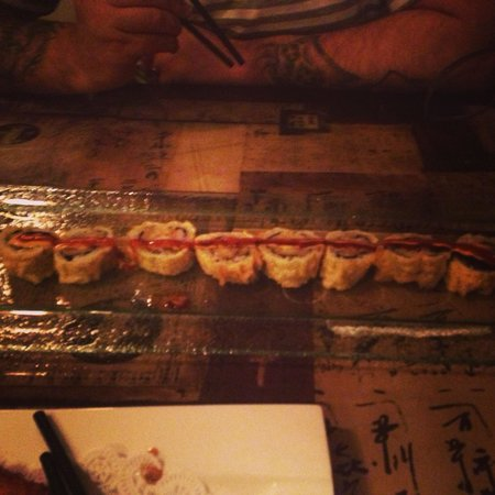 Tokyo Fresh: Spicy girl roll... HIGLY recommended!!