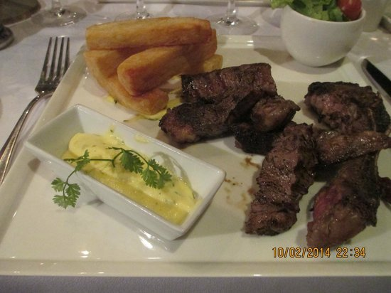 Riad Villa Blanche : grilled beef with potatoes