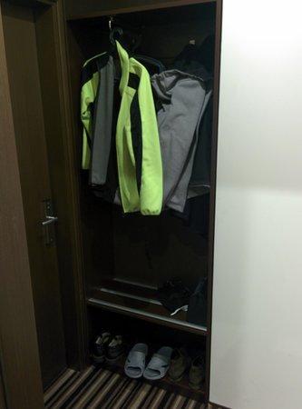 Vilnius City Hotel: wardrobe